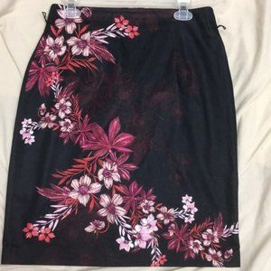 Woman's Black Pencil Skirt with Floral Design SZ10